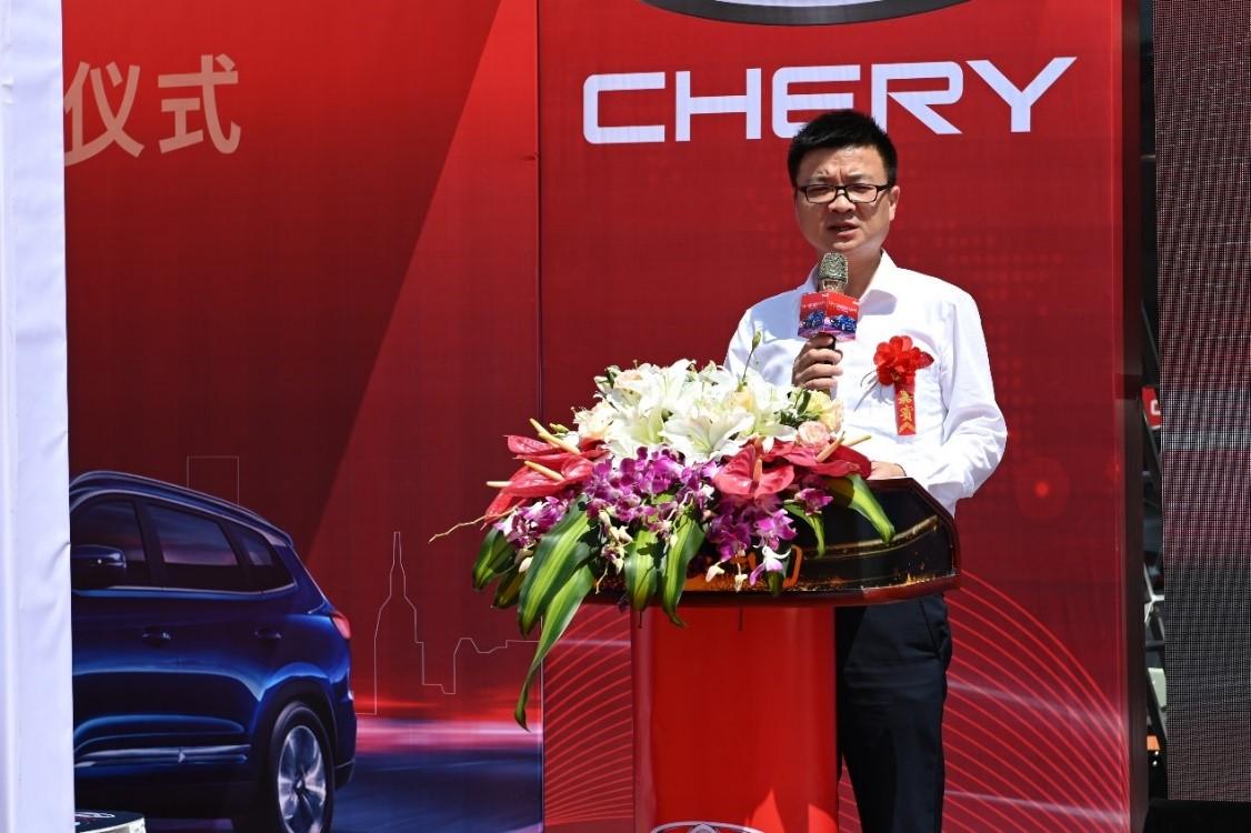 2 图为奇瑞汽车营销公司副总经理张炳凤现场致辞